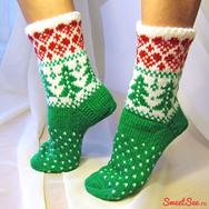 """Купить Вязаные Носки Ручной работы """"Я Люблю Новый Год"""", зелено-белые с красными сердечками и зелеными елочками в интернет-магазине Sweetsee.ru"""